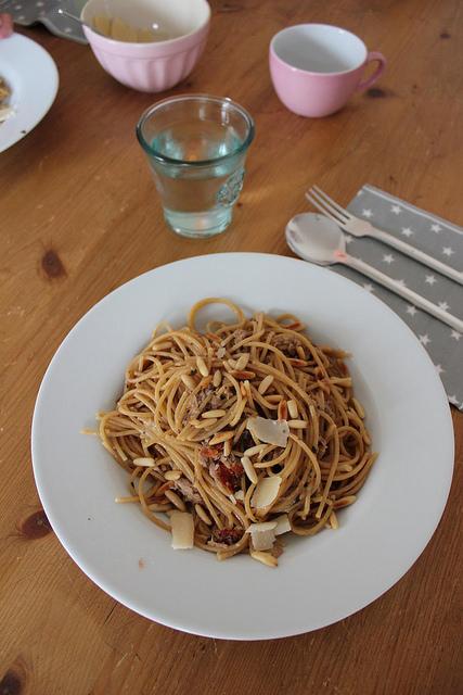 spaghetti mit thunfisch fr ulein ordnung. Black Bedroom Furniture Sets. Home Design Ideas