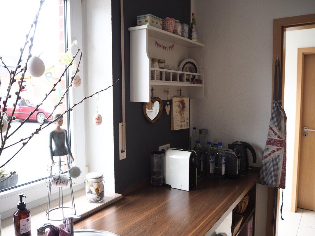 neue wandfarbe in der k che fr ulein ordnung. Black Bedroom Furniture Sets. Home Design Ideas