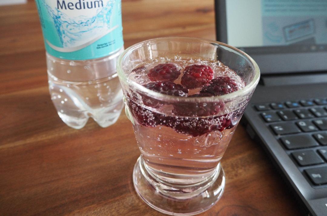 Mineralwasser Brombeeren