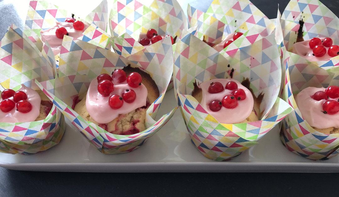 Cupcakes mit Johannisbeeren