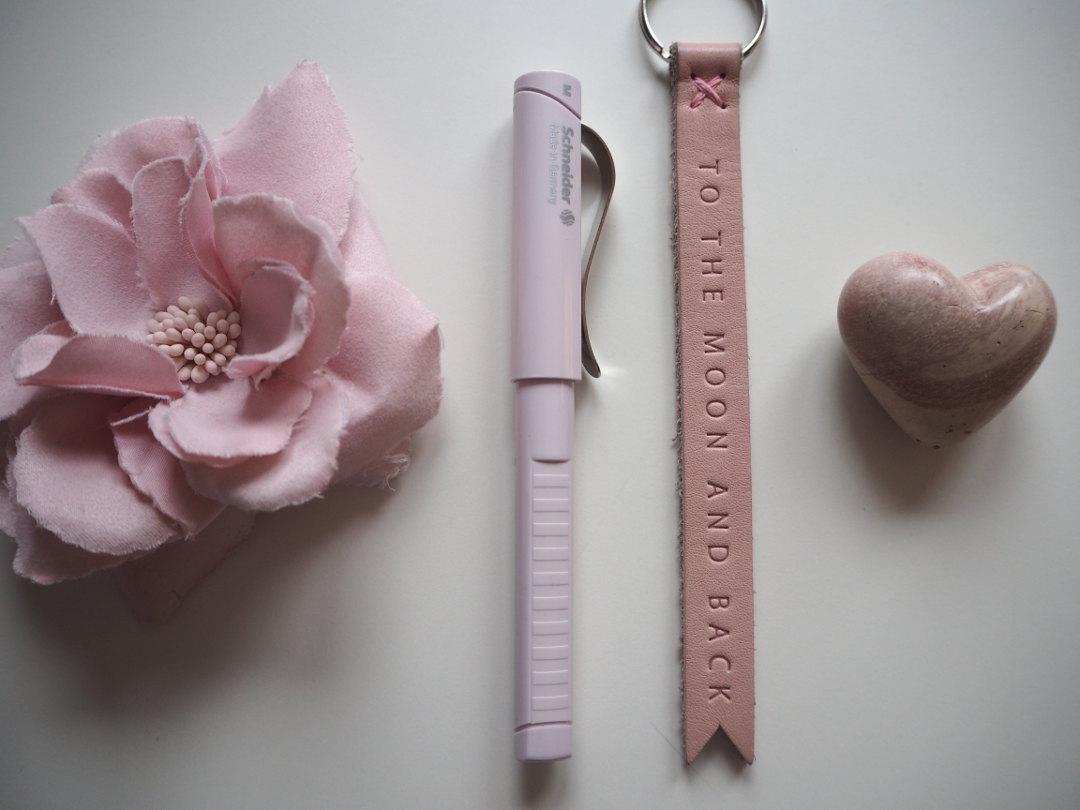 Ein traum in rosa b cher signieren mit schneider for Minimalismus im haus buch