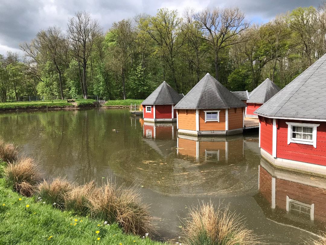 schwimmendes Hüttendorf