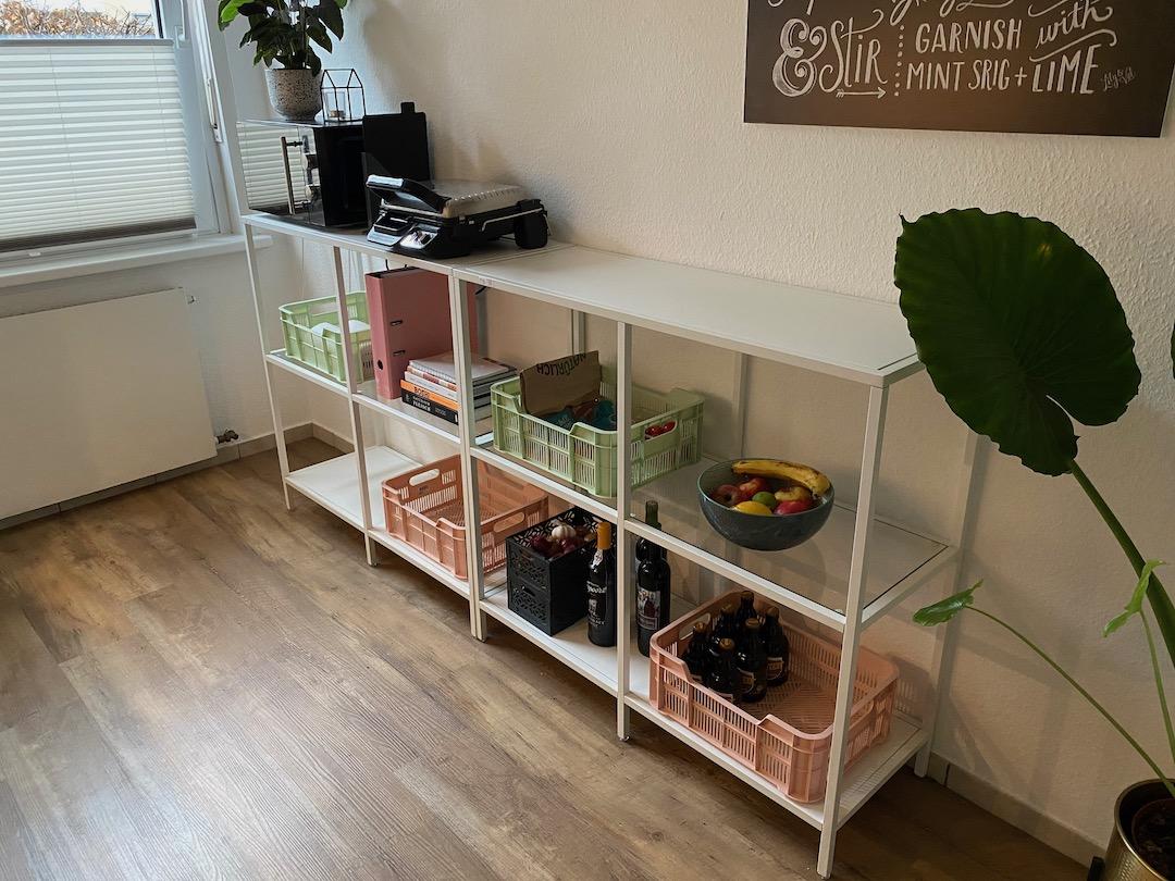 Ordnung im Küchenregal