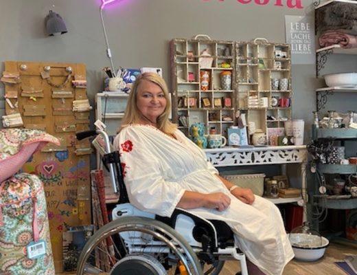glücklich trotz Rollstuhl